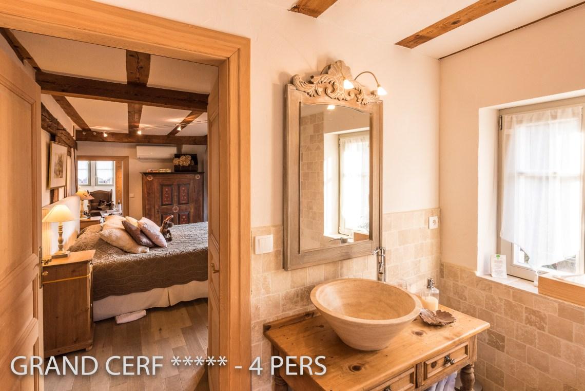 Grand Cerf à riquewihr - appartement 5 étoiles vue sur la chambre depuis la salle de bain