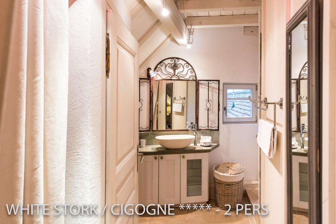 La Cigogne à riquewihr - appartement 5 étoiles vue sur la salle de bain