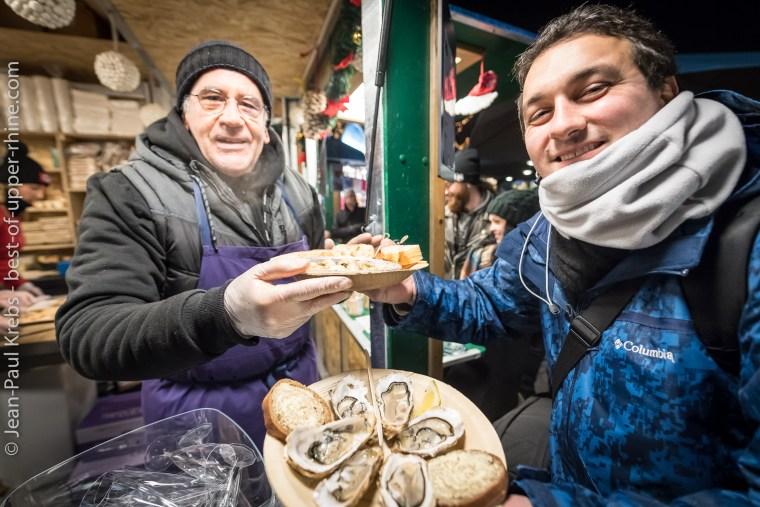 Au pied de la cathédrale Saint-Martin, un 6e marché de Noël à Colmar dédié à la gastronomie. On commence bien entendu par les huîtres et les escargots !