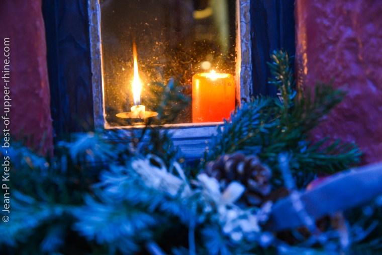 Fenêtre décorée au temps de Noël