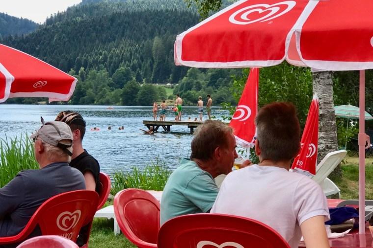 Le lac de Longemer, idéal pour se rafraîchir quand il fait chaud en Alsace