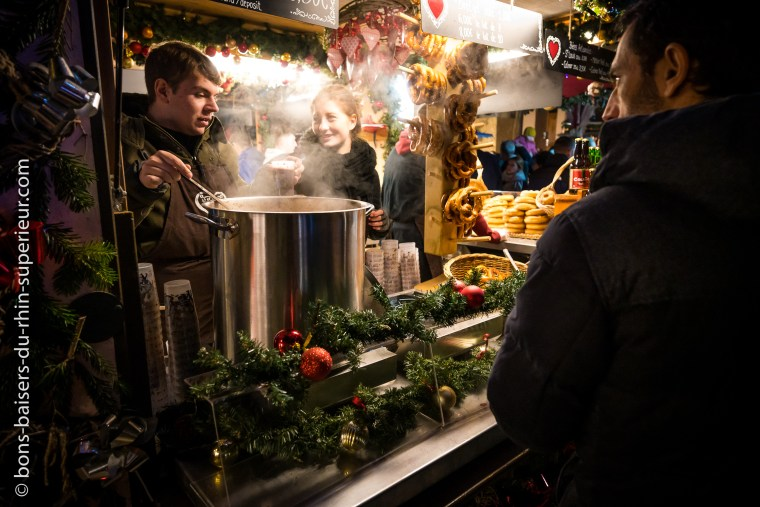 Stand de vin chaud au marché de Noël de Colmar