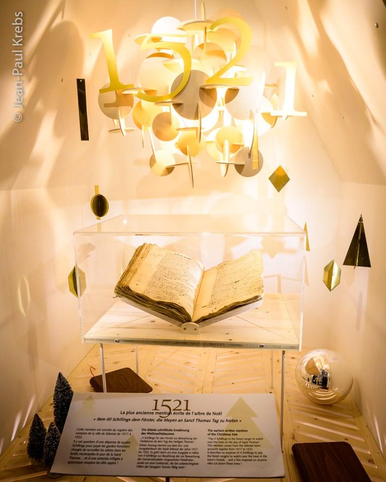 Livre de comptes conservé aux Archives de la ville de Sélestat en Alsace et exposé à la Bibliothèque Humaniste pendant la période de Noël.
