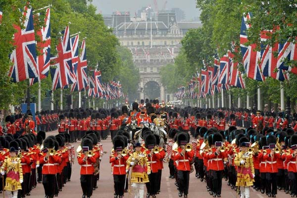 trooping-the-colour-londres