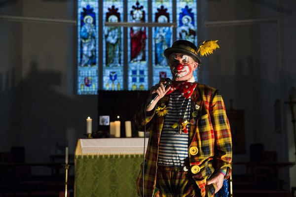 messe-des-clowns-londres-eglise