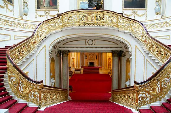 Buckingham-palace-grand-staircaise