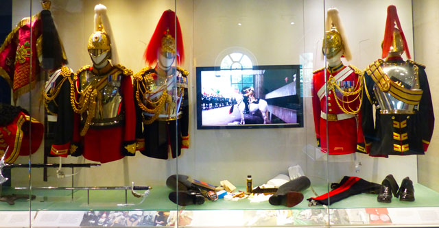 Household-cavalry-museum-uniformes