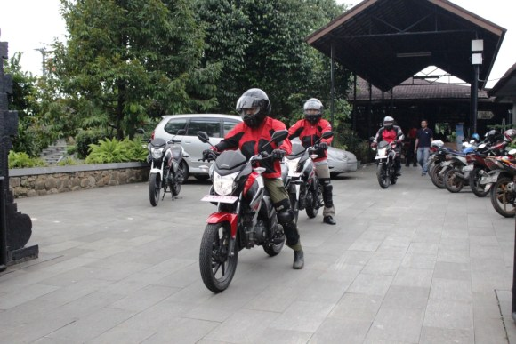 Test Ride Megapro Fi 1