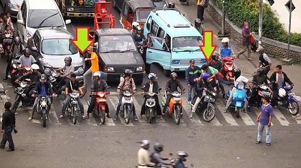 demo nentang pengembat zebra cross