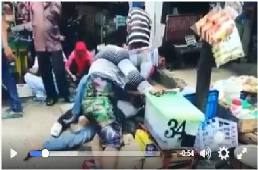 Polisi Nyamar Jadi Emak-emak Tangkap Copet di Pasar