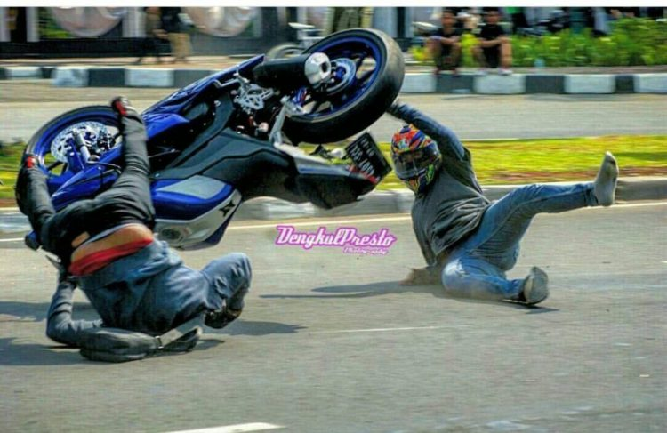 Knee Down Di Monasco Lalu Crash (3)