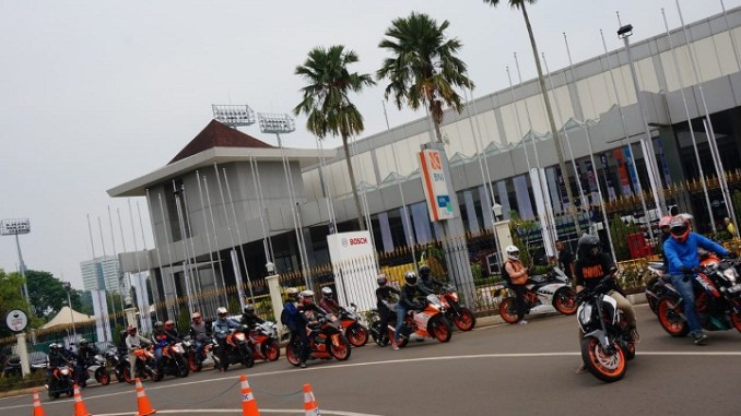 Orange ride KTM Adakan City Riding Goes to IMOS