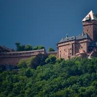 L'aigle survole à nouveau le donjon du château du Haut-Koenigsbourg