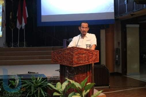 Pjs Chief Operating Officer Badak LNG, Zudiharto saat memberikan sambutan. (FOTO-FOTO: RERA ANNORISTA/BONTANG POST &  ANSHARI TRI WIBOWO/SMA VIDATRA)