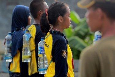 Membawa bekal air minum. (Fahmi Fajri/Bontang Post)
