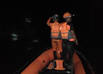 Tim BPBD Bontang melakukan penelusuran tenggelamnya ketiga siswa di Bontang Lestari. (BPBD Bontang for Bontangpost.id)