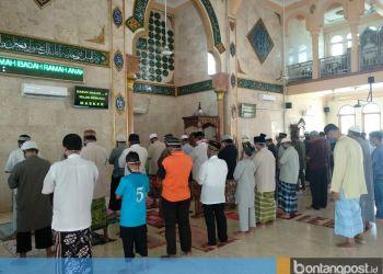 Masjid Asy Syuhada sudah membuka kembali pelaksanaan ibadah dengan menerapkan protokol kesehatan. (dok pengurus masjid).