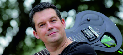 Elektriskūs gitaru meistars Juoņs Kuzminskis
