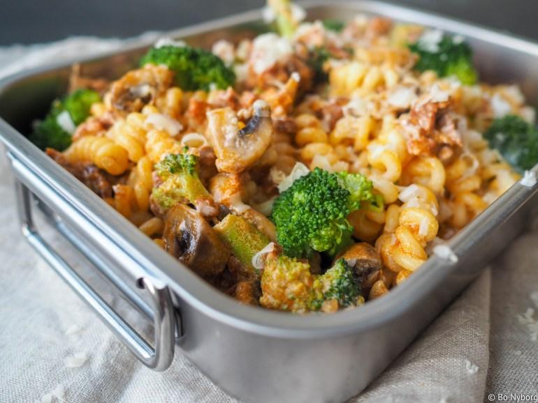 Raske hverdagsmiddager som smaker mye er gull verdt. Denne pastaretten med spicy chorizopølse er laget i en fei og den smaker kjempegodt.