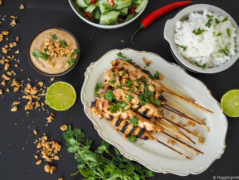 Kylling satay med peanøttsaus, agurksalat og ris