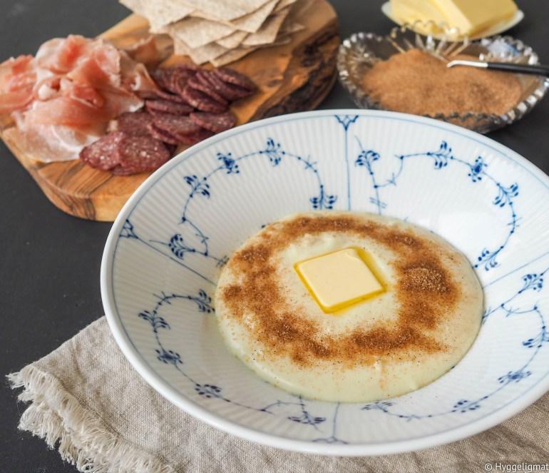Rømmegrøt og spekemat er tradisjonell norsk mat, som gjerne servert ved spesielle anledninger. Idag er ingen spesiell dag, men det er en fin dag. Og det er grunn nok til å lage rømmegrøt.