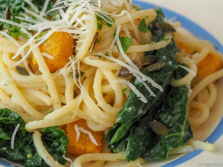 Denne retten inneholder mange ganske ingredienser, som hver for seg kanskje ikke er så spennende, men sammen så får du en skikkelig god pastarett full av smak. Spaghetti med bønnesaus, svartkål og bakt gresskar bør du prøve.