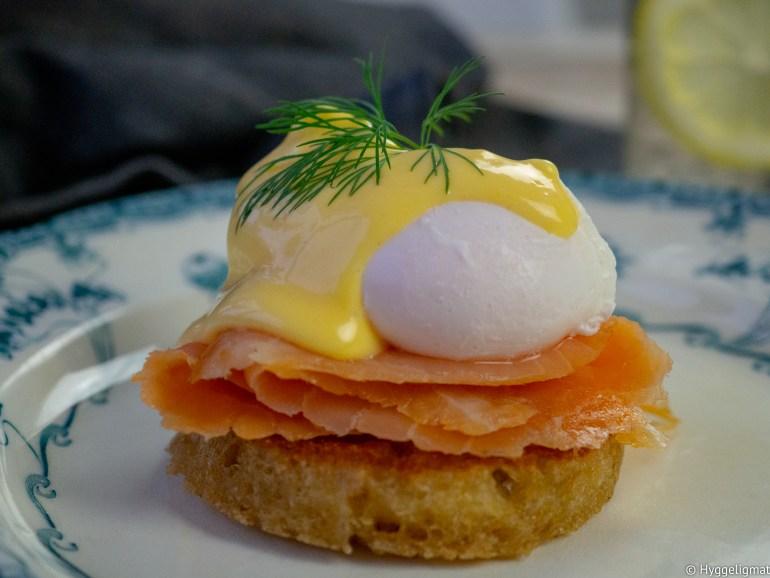 Eggs Norwégienne eller eggs royale som den også er kalt er en variant av eggs benedict. I en eggs Norvégienne er skinken byttet ut med skiver av røkelaks.