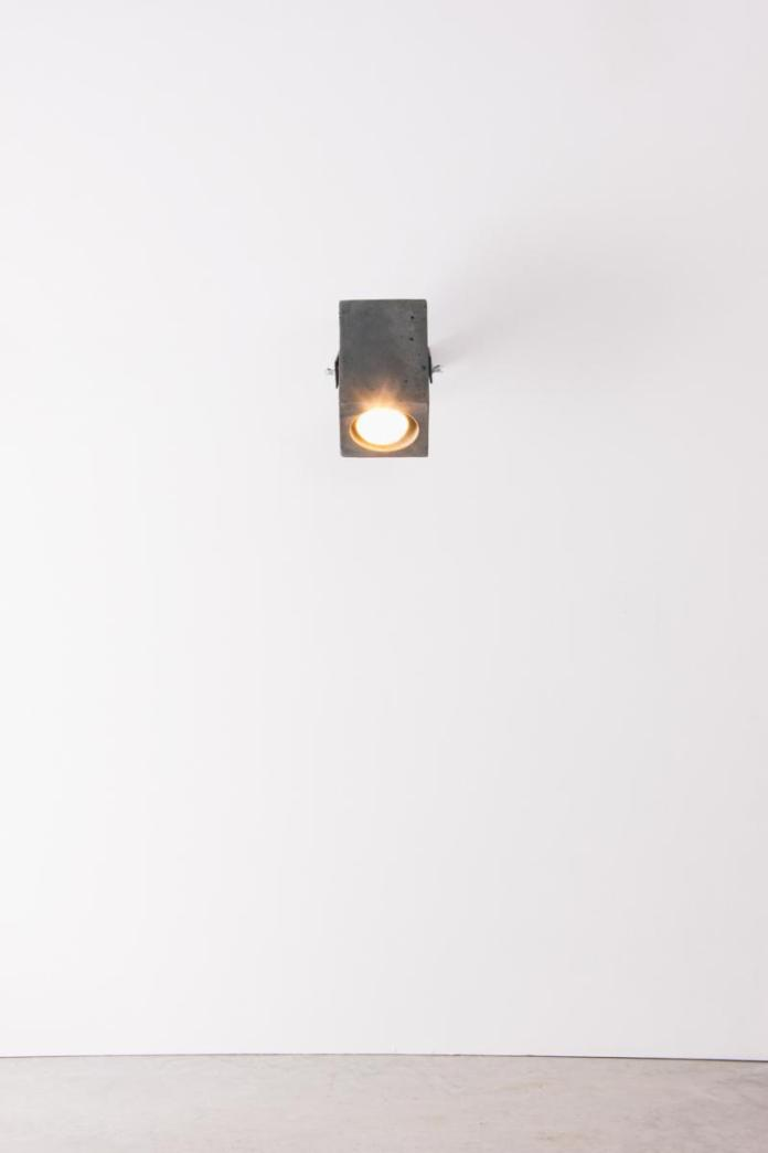 4850-luminaria-ponto-preta-tomada-3-1200