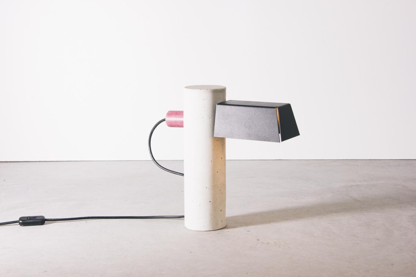 4854-luminaria-pilar-branca-tomada-1-1400