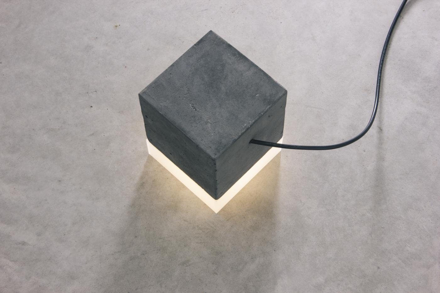 4856-luminaria-peso-quadrada-preta-tomada-3-1400