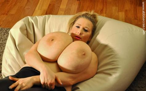 large-breasts-evening-02