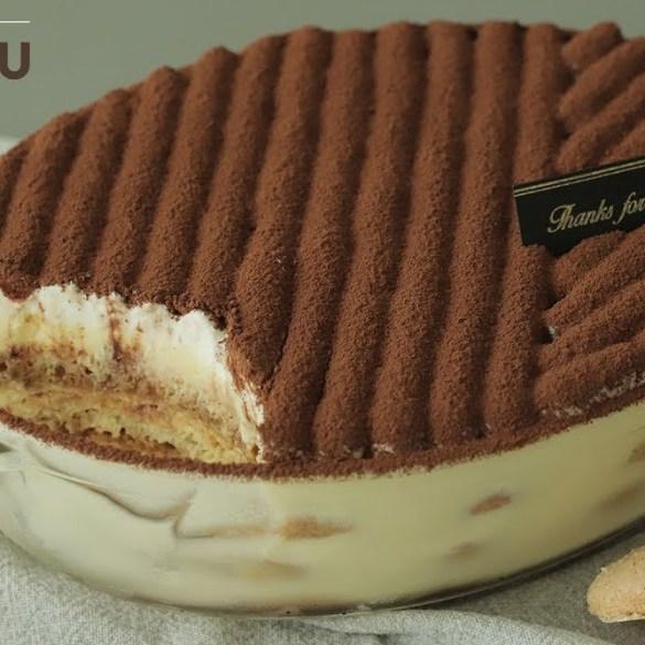 tiramisu cake with ladyfingers