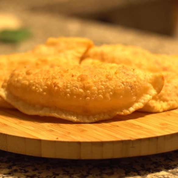 Turkish Puffy and Cheesy Pastry
