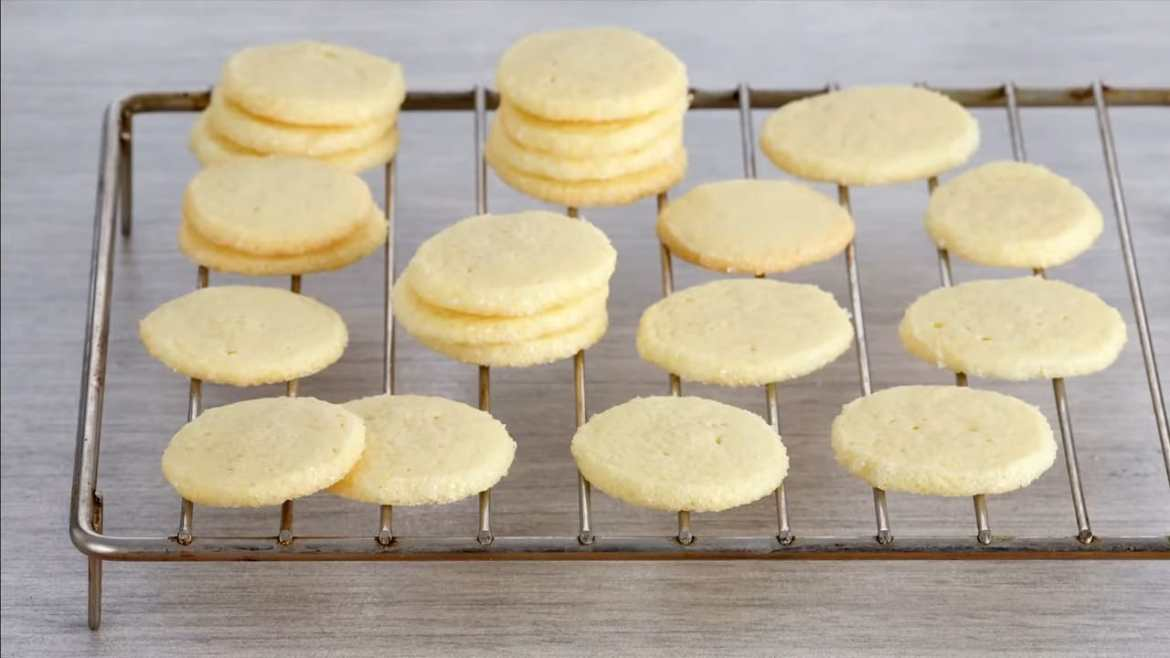 DELICIOUS Vanilla Cookies made by anna olson
