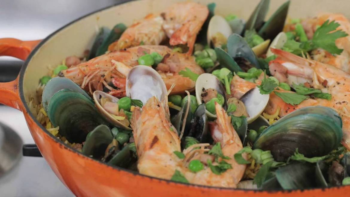 Easy-Seafood-Paella-in-30-minutes