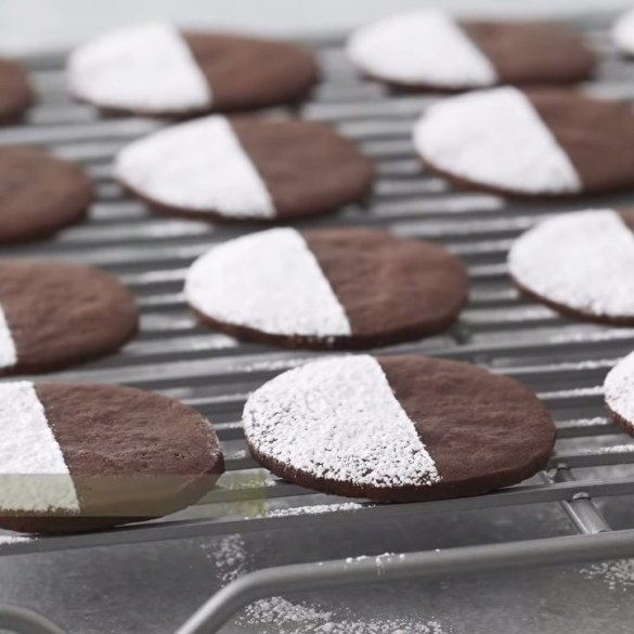 Professional Baker Teaches You How To Make CHOCOLATE COOKIES