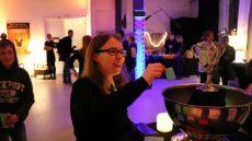 Simone (Leselurch) wirft ihren Namen für das Trimagische Turnier in den Feuerkelch