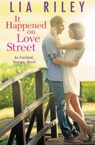 {Release Day Review+Giveaway} It Happened on Love Street by @LiaRileyWrites @ForeverRomance