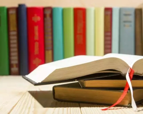 Obicei de lectură: Motive pentru care lectura în paralel e cool