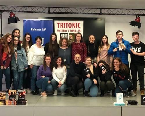 Eveniment #Fiidiferit #Citeşte alături de Editura Up și Monica Ramirez la Liceul Teoretic Dante Alighieri, București