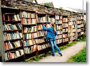 Outdoor book browsing at Hay-on Wye