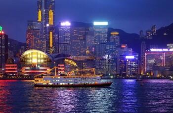 Авиакомпании отменяют рейсы в Гонконг из-за тестирования экипажей на COVID-19