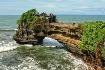Бали начнёт принимать иностранных туристов с 11 сентября