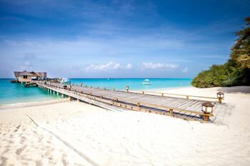 Мальдивы могут начать принимать иностранных туристов летом