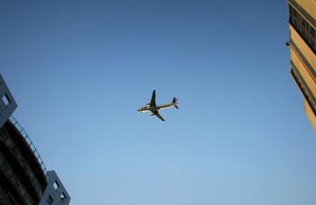 Пассажиров Qatar Airways обязали использовать лицевые экраны