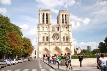 Площадь перед собором Парижской Богоматери открыли для публики