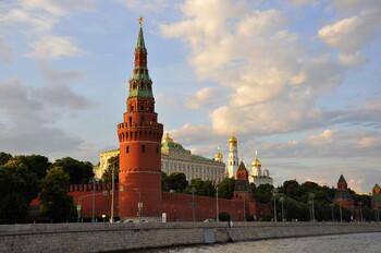 Россия снимает ряд ограничений на выезд за рубеж и въезд в страну