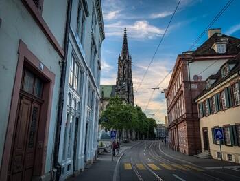Швейцария открыла магазины, музеи, рестораны