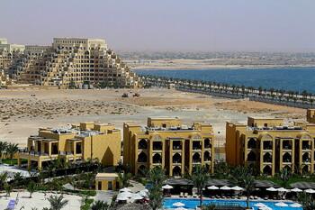 В эмирате Рас-Аль-Хайма открылись пляжи