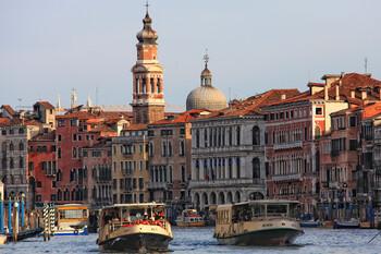 В Венеции пассажиры вытолкали из вапоретто иностранца без маски